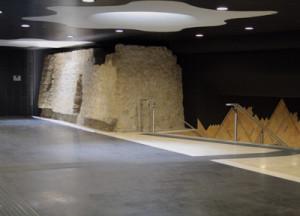 Mura aragonesi nella stazione dell'arte Toledo Metro Napoli