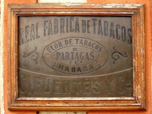 800px-Partagas_table