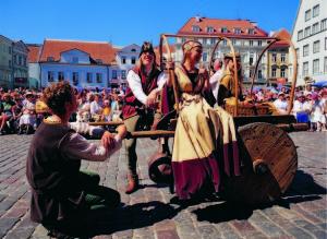 Tallinn, estonia: festa medievale (foto di Toomas Volmer)