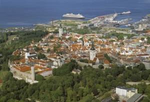 Vista aerea sulla Old Town, Tallinn Estonia (foto di Allan Alajaan)