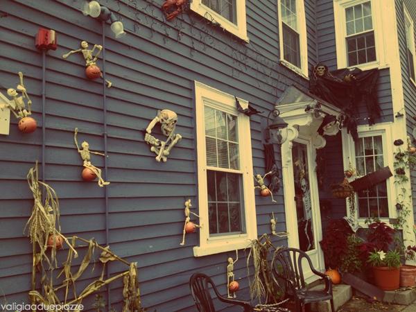 Salem-halloween-negli-stati-uniti-orientali-casa-decorata-medium