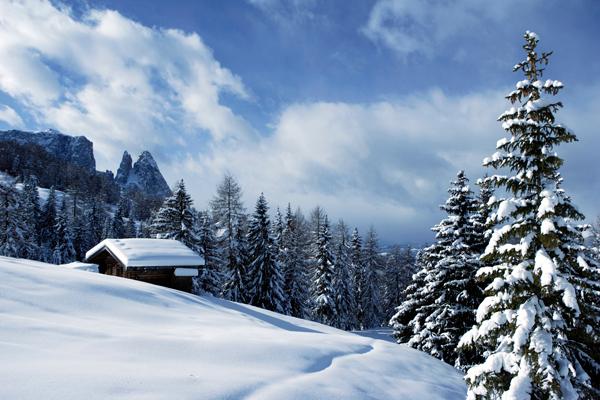 Panorama-innevato-Familienhotels-Alto-Adige-600