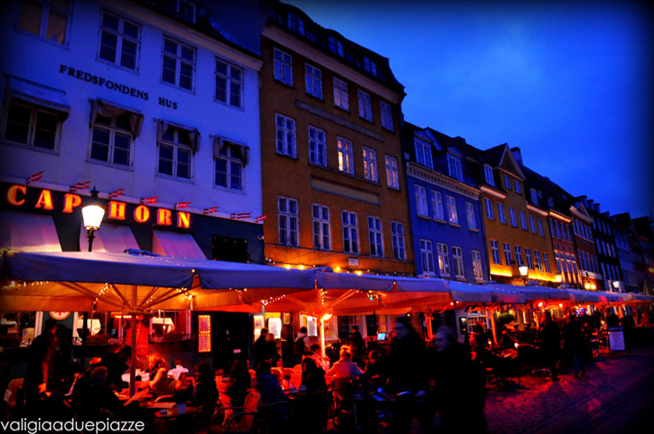 visitare-copenaghen-locali-lungo-il-canale-di-Nyhavn-700