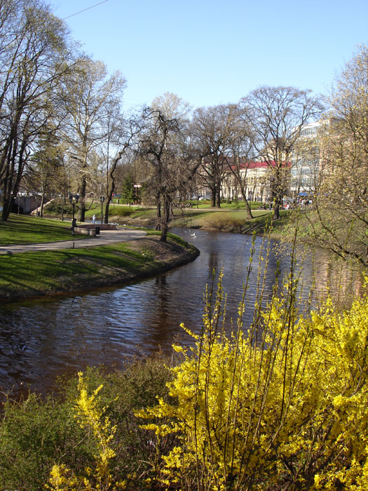 passeggiata-sul-fiume-a-Riga