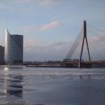 ponte-sul-fiume-a-Riga-foto-Angye