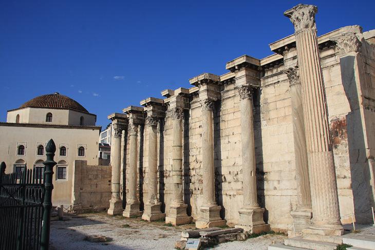 Cosa-fare-ad-atene-in-un-paio-di-giorni-visita-alla-Biblioteca-di-Adriano-in-piazza-Monastiraki-ad-Atene-Foto-di-Elena-Bianco-730