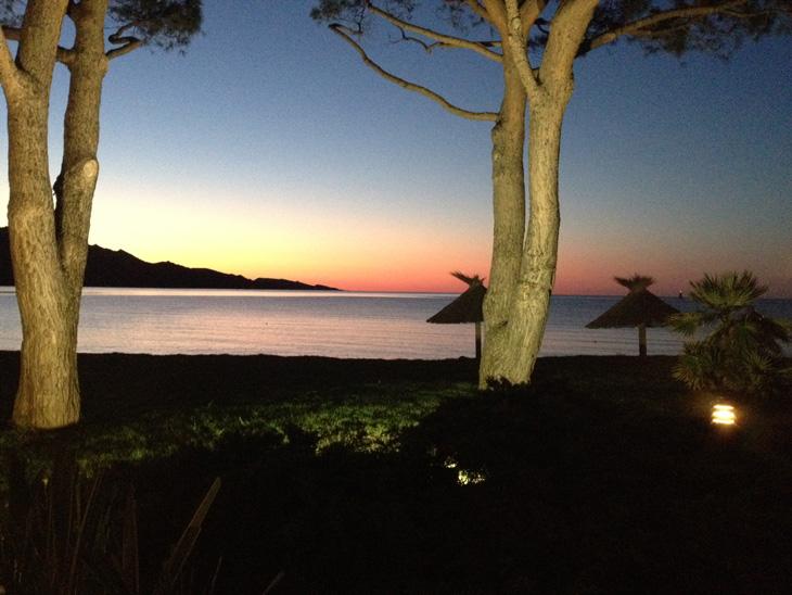 cosa-vedere-in-corsica-tramonto-in-spiaggia