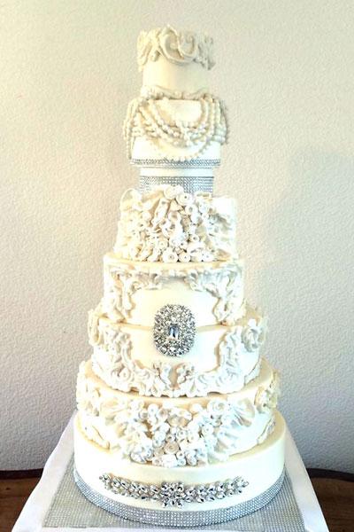 Torta Nuziale Particolare A Forma Di Colazione Jpg Pictures to pin on ...