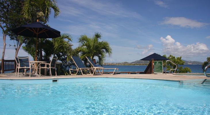 La-piscina-fronte-mare-del-Gallows-Point-Resort-a-Cruz-Bay-St-John-Isole-Vergini-Americane-Foto-di-Marco-Restelli-700