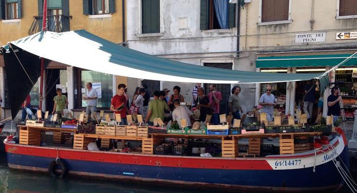 venezia-frutta-sul-canale-700