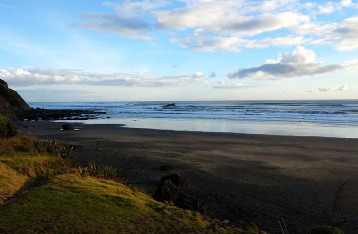 spiaggia-vulcanica-nuova-zelanda-700