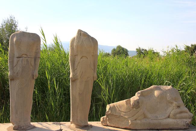 Isola di Samos. Statue nel sito archeologico di Hera (Giunone) a Hereon, costa sud. Foto di Marco Restelli  copia