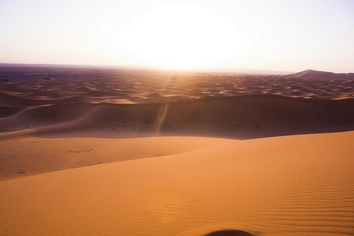 Le dune dell'Erg Chebbi s'infuocano all'alba - Foto di Elena Bianco