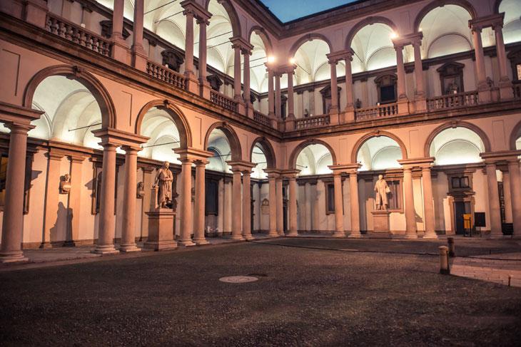 Cortile-Brera_Mostre-Pinacoteca-di-Brera-701