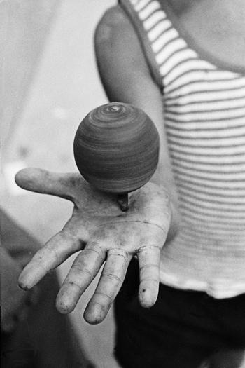 Ferdinando-Scianna-Sicilia-1973-®-Magnum-Photos-Contrasto-350