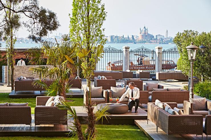 Garden-Bar-San-Clemente-Palace-Venezia-700