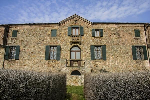 La facciata di Villa Beatrice d'Este sul monte Gemola