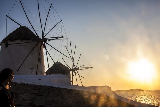 Il tramonto sui mulini a vento a Mykonos
