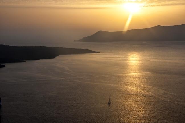 La sera sulla caldera di Santorini