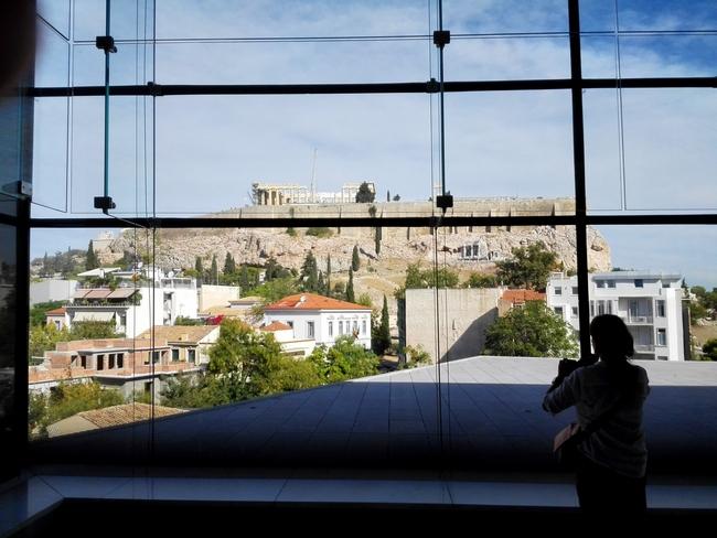 Il Partenone visto dalle vetrate del Museo dell'Acropoli