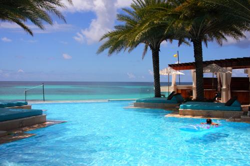 La piscina a sfioro dello Zemi Resort & Spa, Shohal Bay, Anguilla. Foto di Elena Bianco