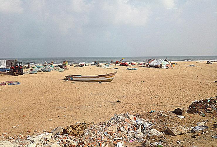 marina-beach-chennai-india-in-sedia-a-rotelle-700