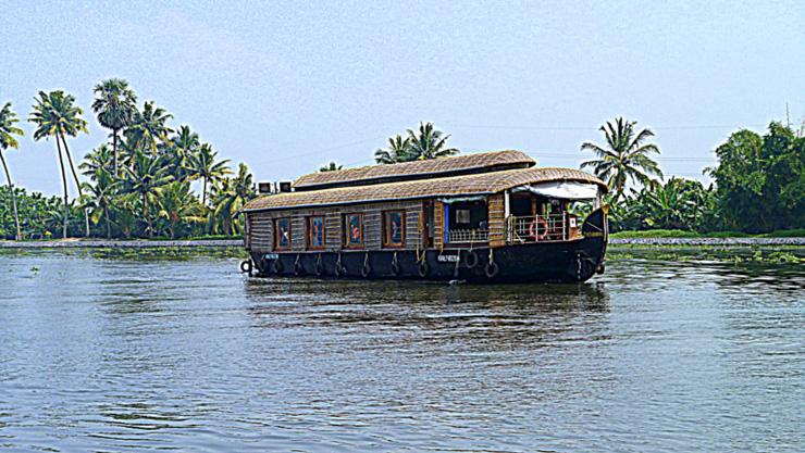 houseboat-kerala-india-in-sedia-a-rotelle-700