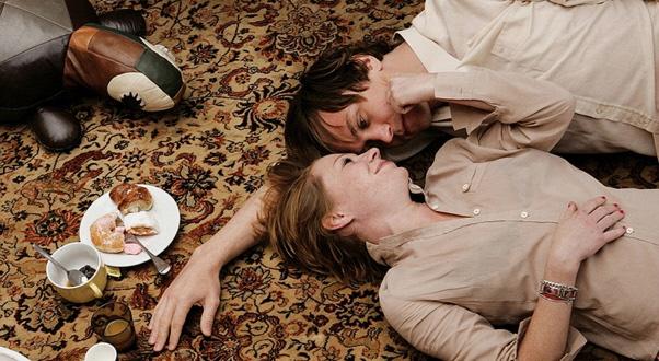 Birgit Minichmayr  (Gitti) e Lars Eidinger  (Chris) in Everyone Else (2009) diretto da