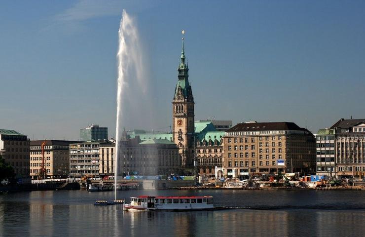 Cosa vedere ad Amburgo: fontana e rathaus
