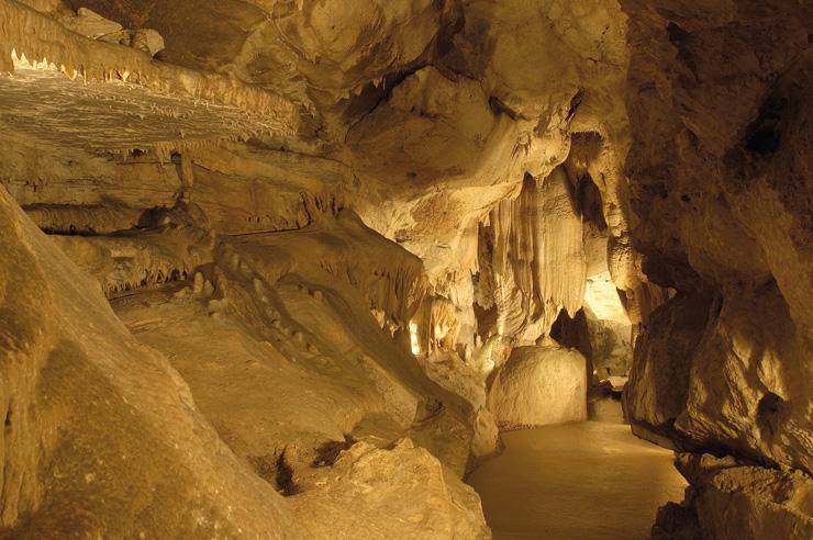 in-francia-con-i-bambini-grotte-Cerdon_créditGrotte-Cerdon-700
