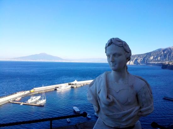 Il Vesuvio visto da un terrazzo dell' Hotel Excelsior Victoria. Foto di Elena Bianco