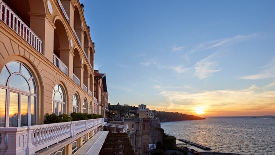 Il Grande Hotel Excelsior Vittoria affacciato sul Golfo di Sorrento