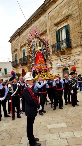 La tradizione vuole che il battimento della'Nzegna in onore della Vergine di Belvedere venga riproposto durante la processione dalla famiglia Carlucci, la quale, di generazione in generazione, ne cura lo svolgimento.
