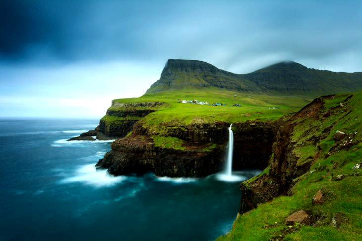 Sono 18 le isole che compongono l'arcipelogo delle Faraoe, situate tra Scozia, Norvegia e Islanda, le piccole isole danesi sono la destinazione ideale per gli appassionati dell'ecoturismo. Ma non solo, gastronomia, arte e cultura vi accompagneranno attraverso uno straordinario itinerario.