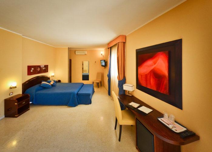 L'hotel Corte di Nettuno sorge a soli 300 metri dal castello e dal porto turistico di Otranto