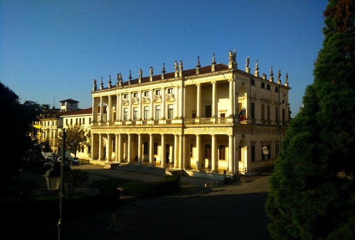 Palladio, un viaggio sensoriale che ci accompagna, con delicatezza e suggestione di immagini e suoni, alla conoscenza del grande architetto.