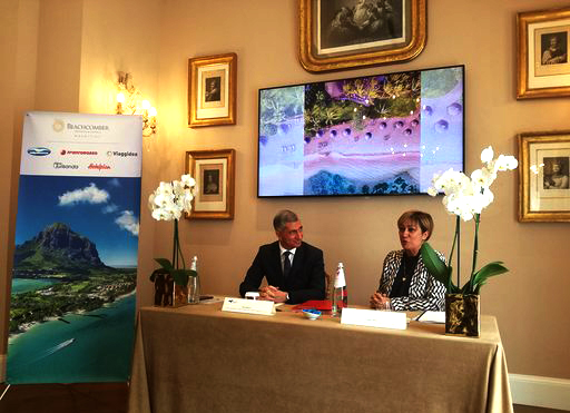 Totale sintonia tra Alpitour World leader italiano del turismo organizzato e Beachcomber Resorts & Hotels che hanno messo le basi per accordo, su otto resort di lusso nei punti più esclusivi dell'isola.