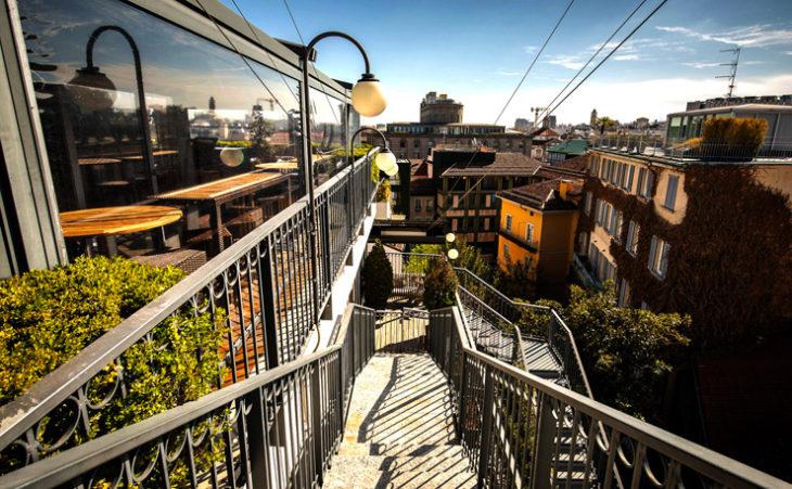 L'Hotel Milano Scala ospita un club internazionale nel cuore della città. Concept stile britannico-meneghino con rispetto ecologico.