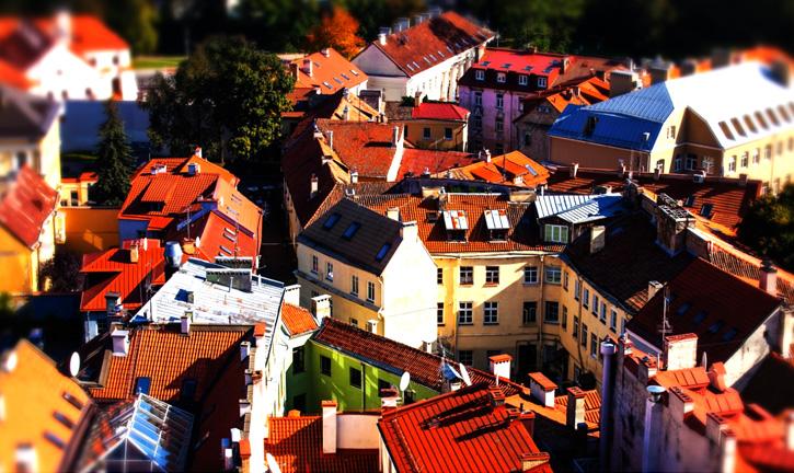 """La capitale lituana è una città piena di vita con tante cose da vedere. La """"Repubblica indipendente"""" di Uzupis è poi qualcosa di straordinario."""