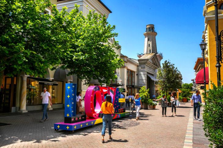 Il giovedì magico fuori porta Fidenza Village, esperienze di shopping e molto altro per le serate estive. E fino al 29 agosto vige la Shopping Night, no stop sino alle 23.
