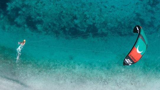 Le Maldive salvano gli Oceani...con il Kitesurf