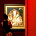 """Al Palazzo Reale di Milano fino al 6 ottobre la mostra """"prerraffaeliti"""". Ottanta capolavori realizzati da 18 membri di una confraternita di artisti rivoluzionari del Regno Unito. Il loro stile rappresenta l'autenticità, con opere di natura dal vivo, raffigurando emozioni vere con colori puri. In mostra opere inedite, difficilmente esposte lontano dal Regno Unito, come Ofelia, La dama di Shalott e Amore di Aprile. Un must da non perdere per chi ama la grande arte."""