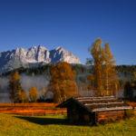 Kitzbühel è da sempre una leggendaria località sportiva del Tirolo, una destinazione esclusiva, ospitale tutto l'anno, unisce: mondanità, divertimento, shopping esclusivo e benessere.