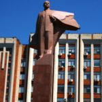 In questa regione, che nessun Paese al mondo ha mai riconosciuto e che vive da separata in casa con la Moldova, sopravvivono riti e simboli dell'ex URSS.