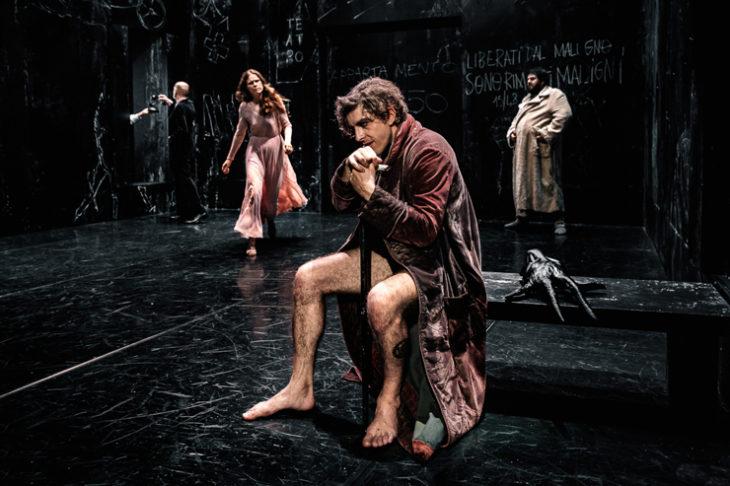 """Andrea Baracco porta in scena """"il Maestro e Margherita"""", un testo di Bulgakov, riscritto per il teatro da Letizia Russo, al Piccolo Teatro Strehler di Milano fino al 27 ottobre."""