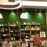 Gli chef Simone Rugiati e Matteo Torretta si sfidano a colpi di ricette aiutati da ignari clienti del supermercato. In prima assoluta TV sul Nove, il sabato alle h 19.00.