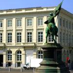 """""""Visit Brussels"""", l'ufficio del turismo di Bruxelles che ha aperto una sede da soli due anni a Milano, in via Carlo de Angeli, ha festeggiato, con un incontro-festa aperto a giornalisti e tour operator, un anno che ha visto aumentare del 14 per cento gli arrivi di turisti dall'Italia."""