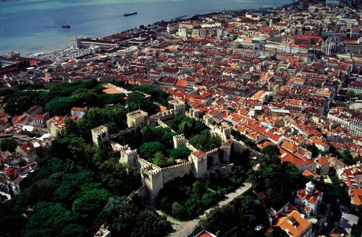 A poche ore d'aereo dall'Italia il Portogallo si propone come una destinazione da vivere tutto l'anno. Per voi gli appuntamenti di novembre e tutte le indicazioni utili, per vivere una terra affascinante tra jazz, insolite escursioni tra cetacei e grandi animali marini.