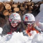 L'inverno veste a bianco le valli del Monviso, dove famiglie e amanti della montagna trovano la destinazione ideale