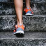 La preparazione fisica casalinga firmato Aspria Harbour Club con i consigli di Elena Mauri, trainer del Club. Come tonificare gambe e glutei in casa propria per tenersi in forma in modo semplice e soprattutto divertente.
